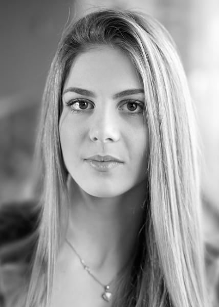 SARA 01 by jovanovic