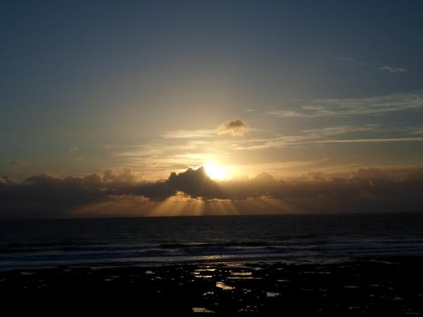 Sun rays in December . by ejakzzz
