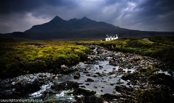 Little White Cottage on Skye by PaulSwinney