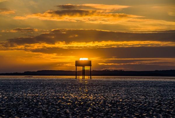 Sunrise, Lindisfarne by icphoto
