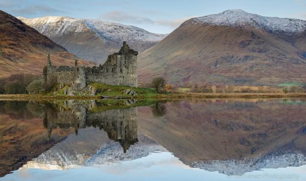 Kilchurn Castle by JohnLever