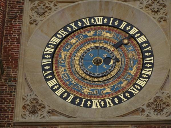 Courtyard Clock by Digic51
