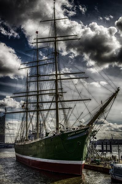 Hamburg Tall Ship by bobbinio