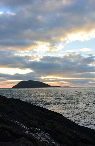 Ynys Enlli/ Bardsey island by Goo15399