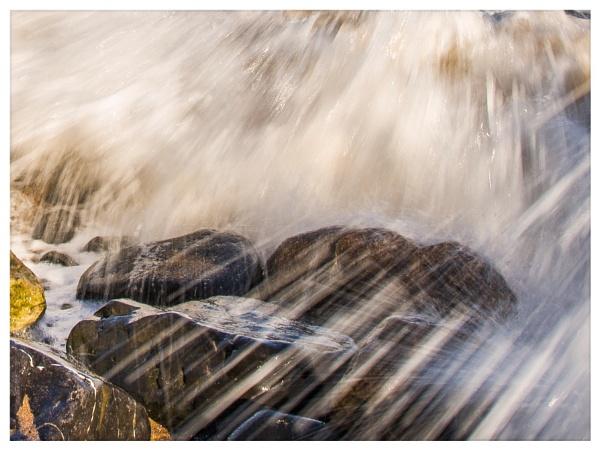Waves\'n\'Rocks by icphoto