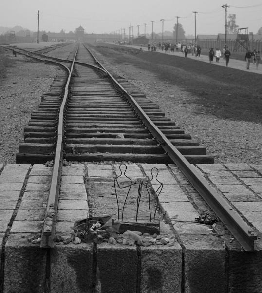 Holocaust Memorial Day by DunDiggin