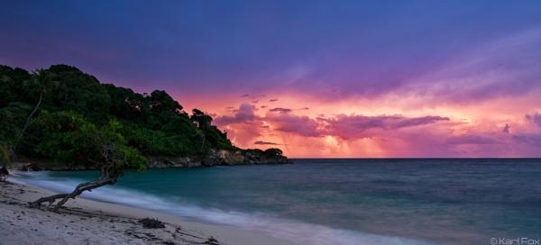 Cayo Levantado Sunrise by karlfox