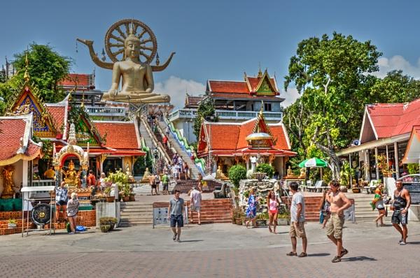 Wat Phra Yai by ColleenA