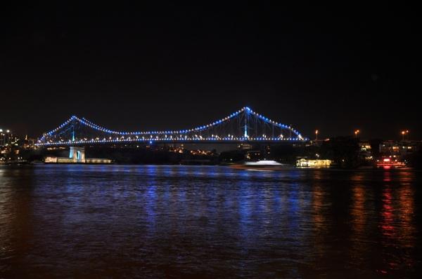 brisbane bridge at night by mrtower