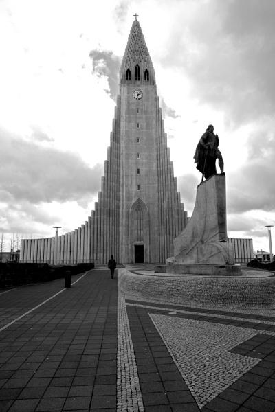 Reyjkavik cathedral by KevR