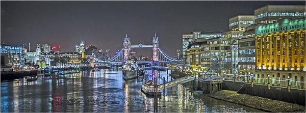 London At Night by koiboy