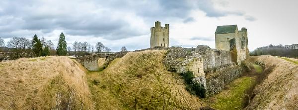 Helmsley Castle by liarsdance