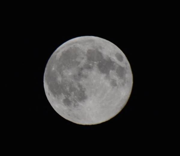 Full moon by eddie1