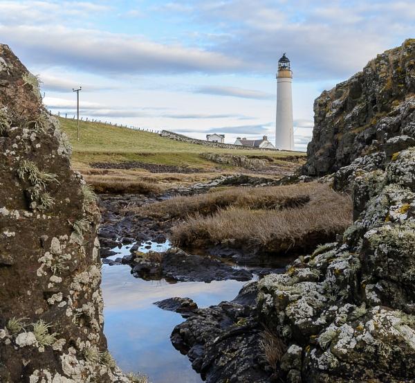Scurdie Ness Lighthouse by billmyl