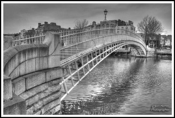 Halfpenny Bridge Dublin by IainHamer