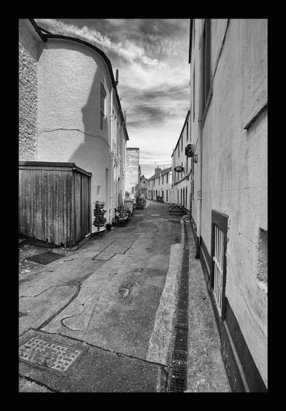 alleyway by callumcorrie