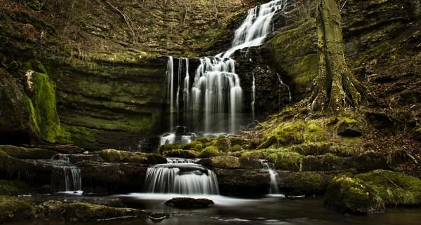 Scaleber Waterfall 1 by iancatch