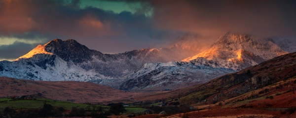 Over the Snowdon... by J_Tom