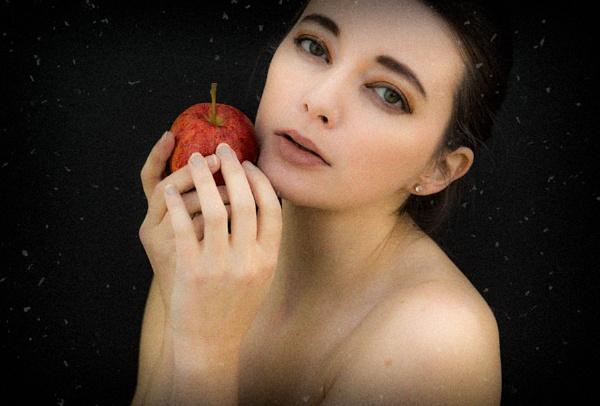 The apple by JeffreyW