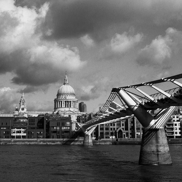 St Paul\'s & The Millenium Bridge by Andysnapper