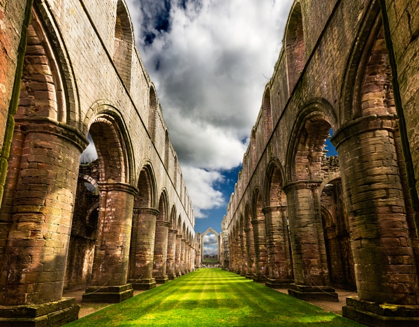 Fountains Abbey by xwang