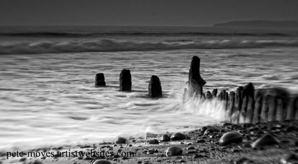 Misty Waves on The Groynes by Petemoyes