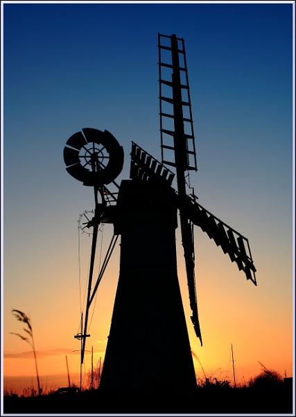 Wind pump sunset by BillyBunter