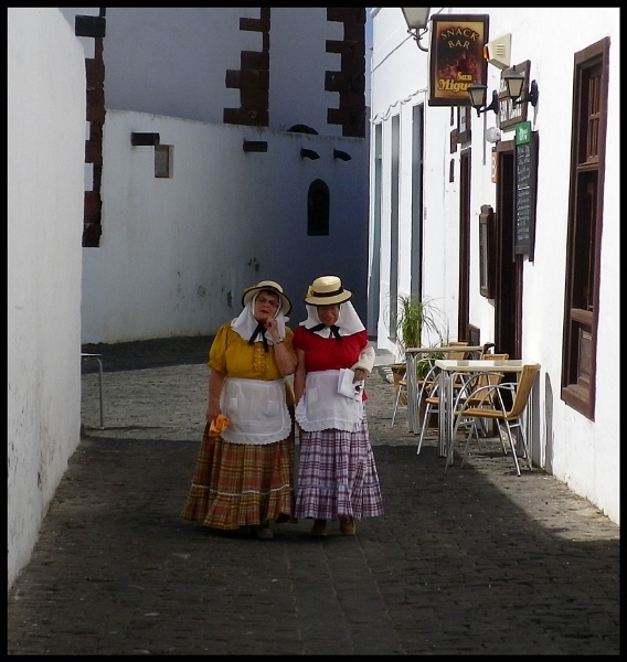Spanish ladies by MarkScollon