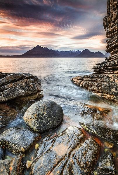 My favourite foreground rock! by Tynnwrlluniau