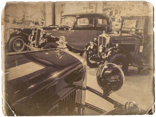 Morris Garage by bwlchmawr