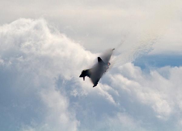 Angry Typhoon by lawbert