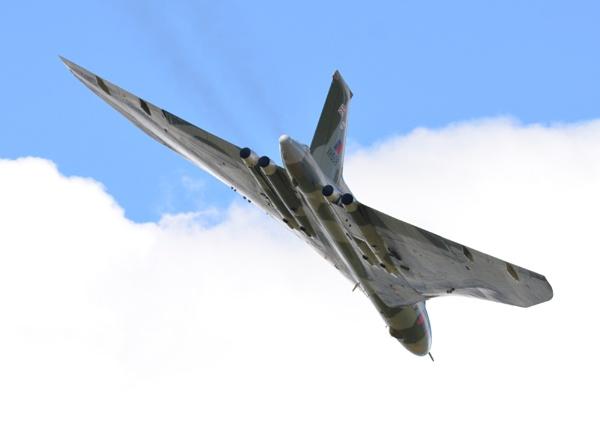 Vulcan XH558 fly-by by Bryan_Marshall