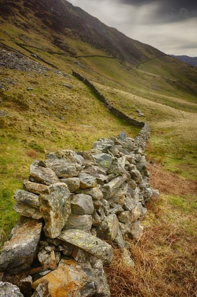 Old Wall Cwm Llan by wynn469