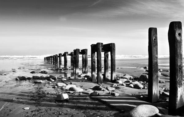 The Beach - Mono by nstewart