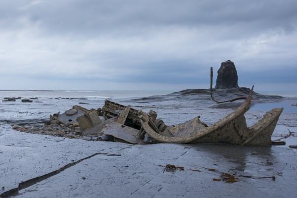Shipwreck, Saltwick Bay by davidb