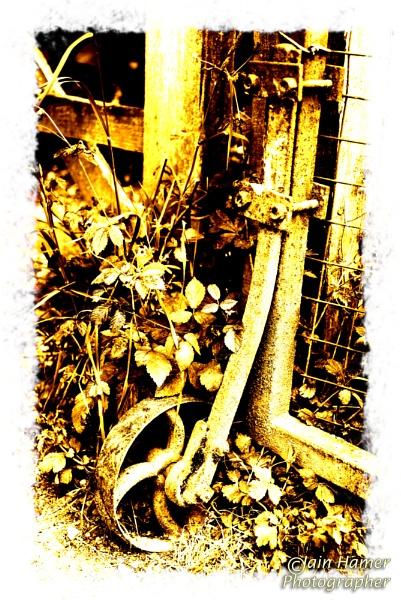 Rusty Gate Wheel by IainHamer