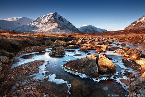 Creise and a frozen River Coupall by Tynnwrlluniau