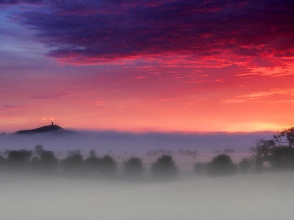 Glastonbury Dawn by lesvictor