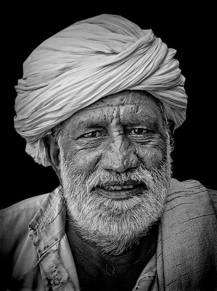 merchant of Pushkar by sawsengee