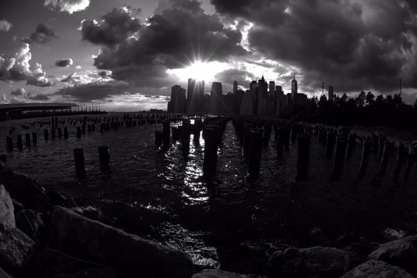 B & W Manhattan by eyewhy