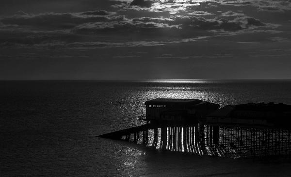 Early morning pier by Dwaller