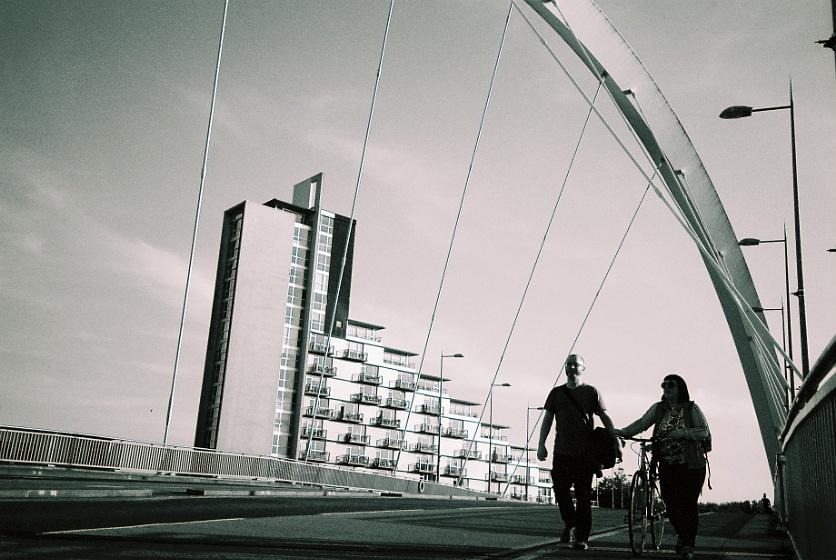 The house, the bridge, the couple