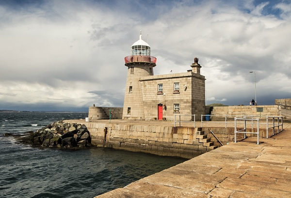 Howth Harbour Lighthouse by ade123
