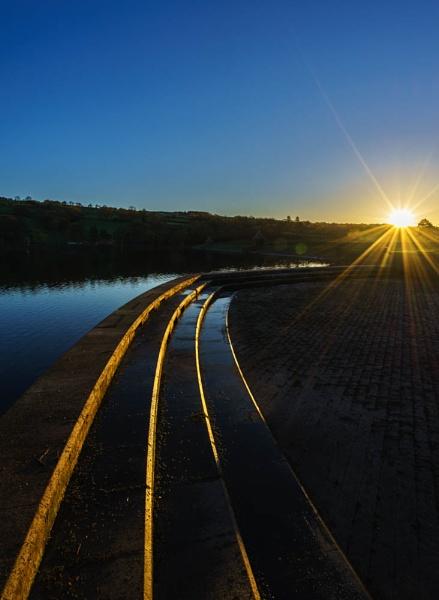 Sunrise, Damflask reservoir by milo42