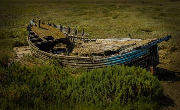 Blakeney salt marsh boat. by Kurt42