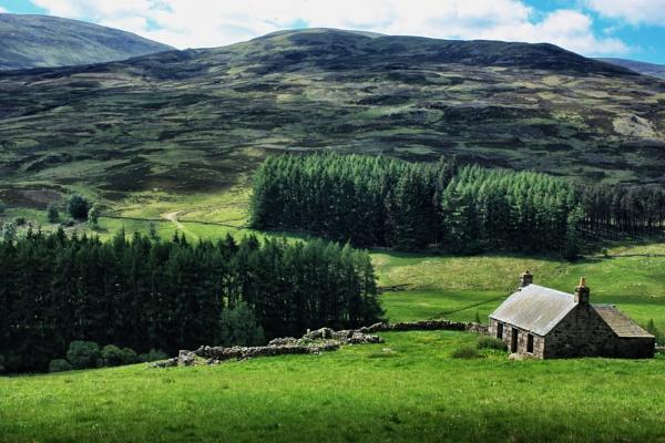 Cottage in Glen Quoich by DanfromScotland