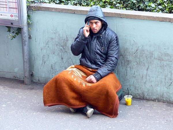 Portuguese Beggar by kombizz