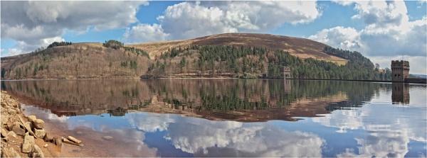Derwent Valley Reservoir and Dam by DicksPics