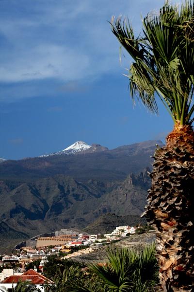 Last snows on Teide by Paulbee