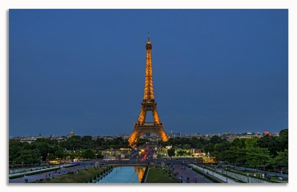 Eiffel Tower at Dusk by fargon